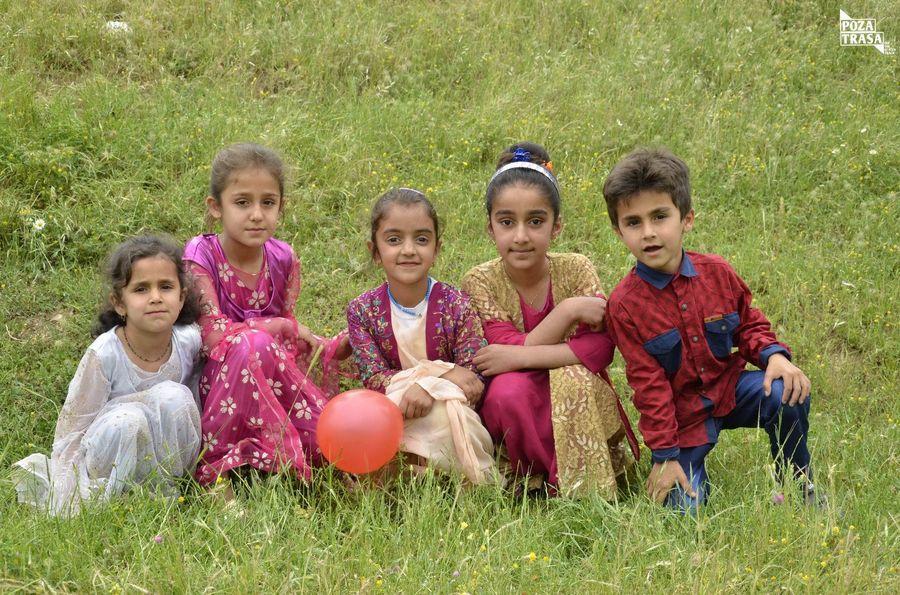 Kurdyjskie dzieci na zdjęciach