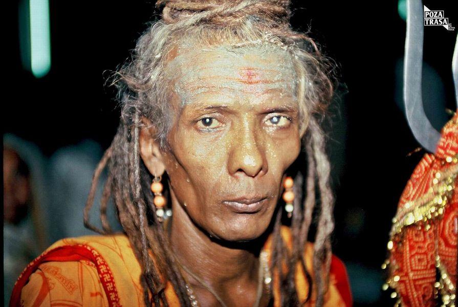 spotyka mężczyznę ze wschodnich Indii