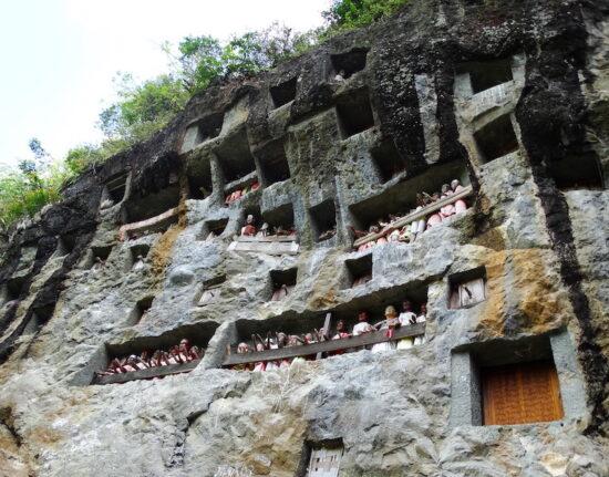 Groby skalne Toradża Toraja