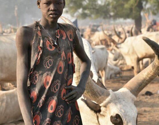 Mundari Poranek w Sudanie Południowym 2021
