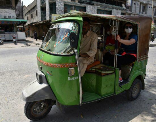 Pakistan SELF-DRIVE Karakorum Highway Ulice Pakistanu Pakistan maj 2021