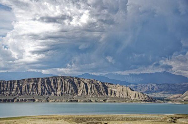 Jezioro Togtoguł w Kirgistanie